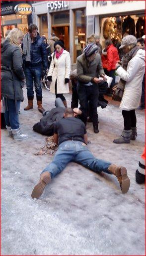 Gewonde door ijs in de Kalverstraat